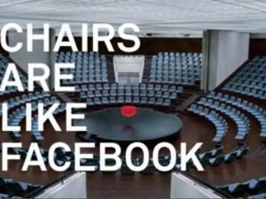 """""""Les chaises sont comme Facebook""""..."""