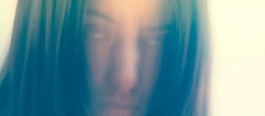 Elena (Eva Bourne) en mode Scanners (de Cronenberg).