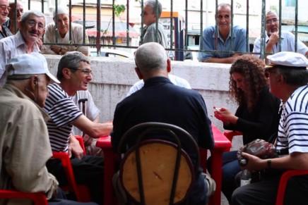 Amina Zoubir : «les Algériens n'ont pas l'habitude de se voir dans un miroir»