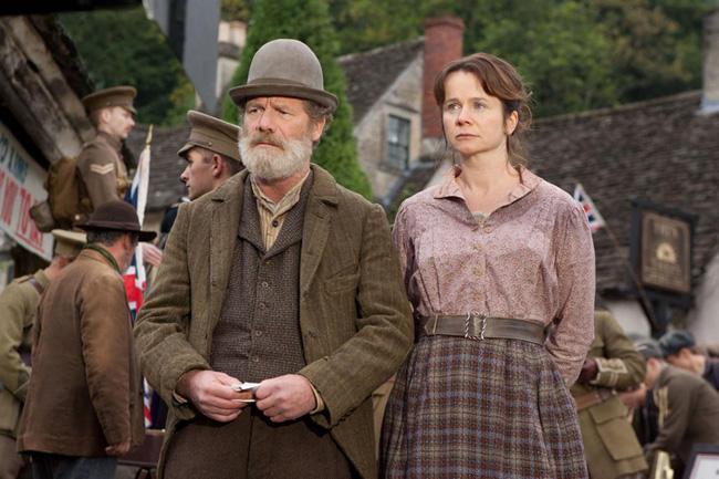 Peter Mullan et Emily Watson.