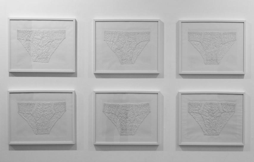 """Amina Zoubir : """"Dentelles"""" (2013), photo : Galerie Talmart, Paris."""