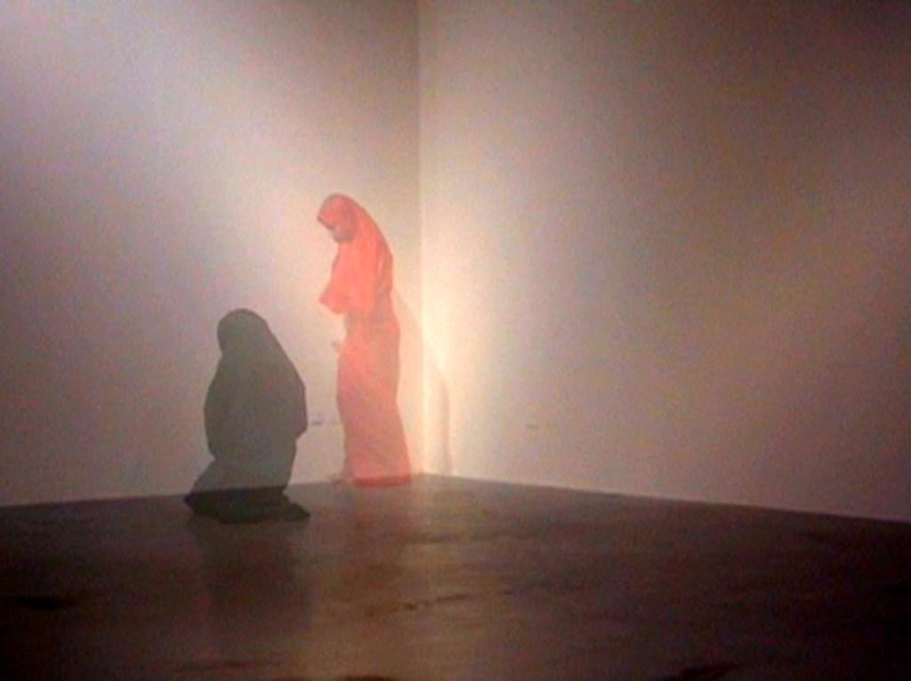 """Amina Zoubir : """"Efface-moi"""" (Marseille, video, 2011)."""